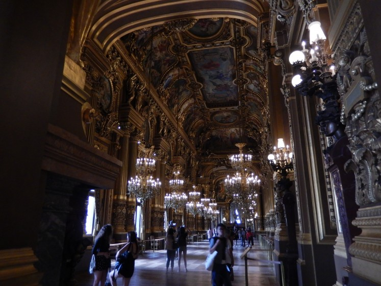 One of the many hallways in the opera house.