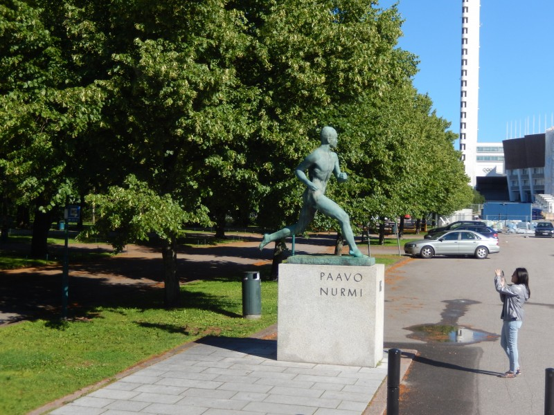 Nurmi always practiced running naked, so the statue portrays him that way.