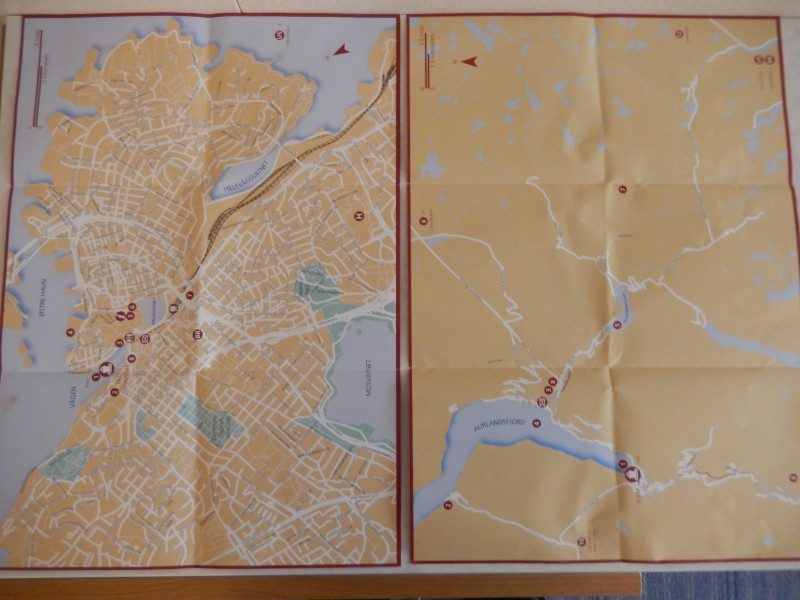 Compare the city map of Flåm on the right to that city map of Stavanger on the left. Definitely fewer streets!