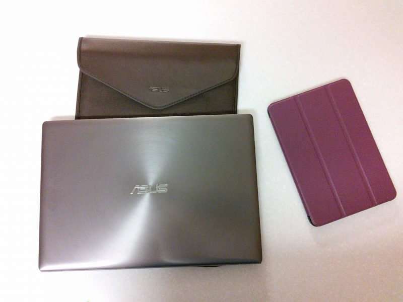 The laptop came with a nice carrying case. I had to buy a cover for the tablet.